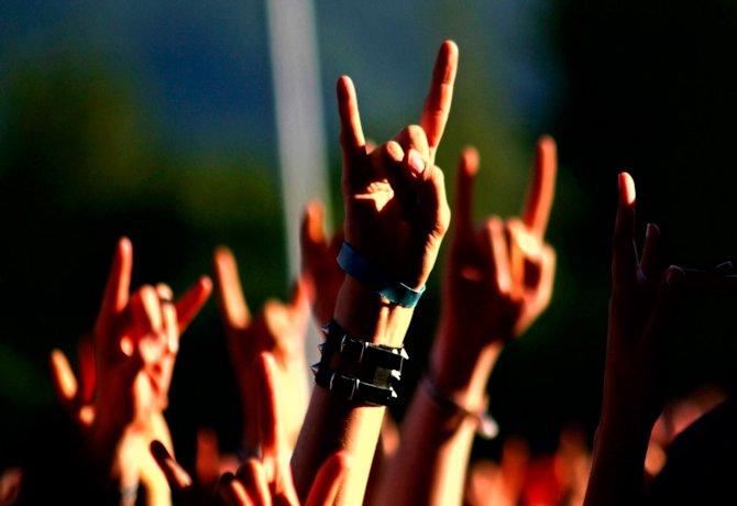 hands_gesture_music_concert
